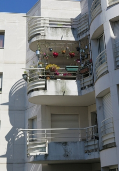 25. Block of flats with one balcony garden