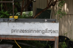 Princezzinnen Garten sign on trough
