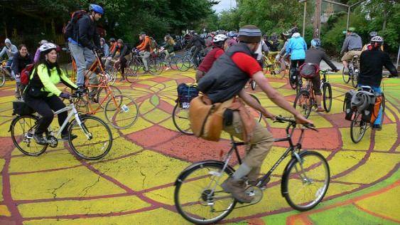 14-painted-intersection-cyclists-on-sunnyside-piazza-portland_flickr_donkeycart-563x316