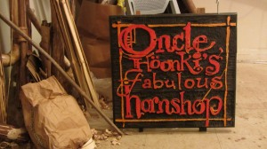 oncle-hoonkis-fabulous-hornshop-sign