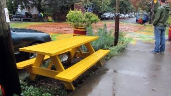 sunnyside-yellow-bench